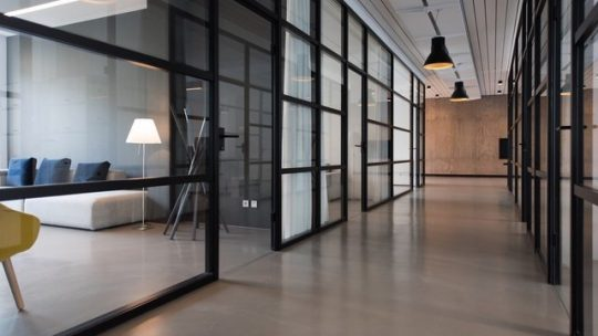 En ren kontorsstädning i Huddinge